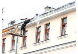 Несбитая наледь или сосульки на крыше? Сообщить об этом можно на 115.бел