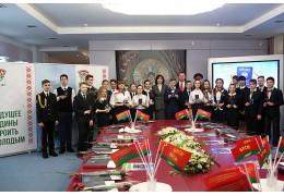Наталья Кочанова вручила паспорта юным гражданам Беларуси