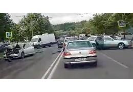 Три машины столкнулись перед переходом на ул. Харьковской