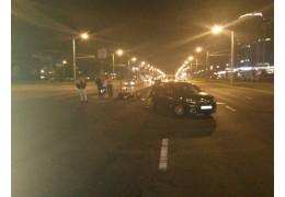 Водитель и пассажирка байка пострадали в аварии на пр. Дзержинского