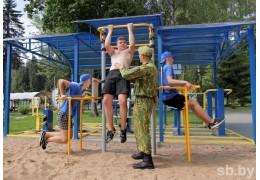 Чем занимаются в лагере трудные подростки?