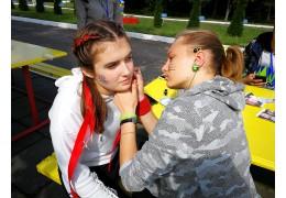 «На тихом часу мы все спим»: эстонские подростки об отдыхе в белорусском лагере