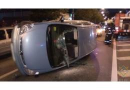 На ул. Горецкого «Ситроен» врезался в припаркованное авто и перевернулся