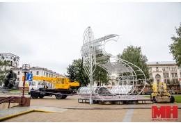 Новую световую композицию устанавливают на площади Якуба Коласа