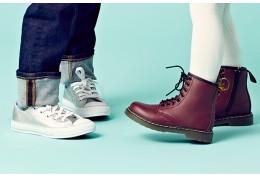 Травматолог-ортопед: младшим нельзя донашивать обувь старших деток