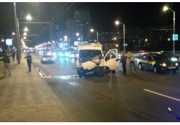 Водитель автомобиля уснул за рулем и врезался в автобус