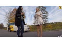 Блондинка на машинке: меняем резину