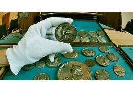 Куплю монеты, банкноты, значки.