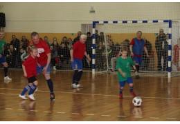 В Щучине состоялся футбольный матч, посвященный Всемирному дню футбола