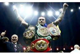 Украинец Александр Усик признан лучшим боксером года по версии WBC