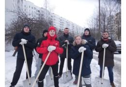 В Центральном районе продолжается челлендж по уборке снега