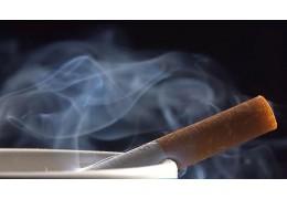 МВД: за курение на детской площадке и остановке придется заплатить штраф до 4 БВ