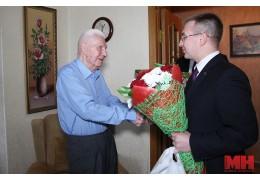 Активисты БРСМ поздравили Героя Советского Союза Ивана Кустова с 95-летием