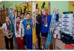 Генеральный прокурор РБ Александр Конюк вручил школьникам спортинвентарь