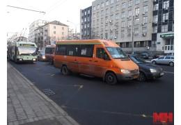 На ул. Сурганова в час пик столкнулись маршрутка и легковушка