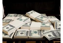 Брал взятки, в гараже нашли полмиллиона долларов. В Минске судят экс-директора