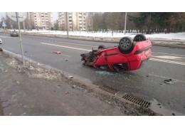 В Сухарево перевернулась подбитая другим авто легковушка