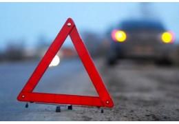 В Оршанском районе легковушка врезалась в дорожное ограждение.