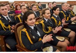 Глава столичной милиции наградил молодых сотрудников, их родителей и наставников