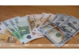 Белорусский рубль на торгах 15 марта укрепился к трем основным валютам