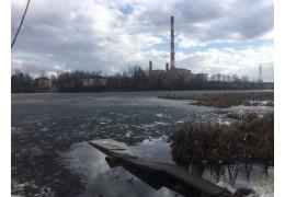 Хотел перейти реку по льду. В Жодино спасли тонувшего мужчину
