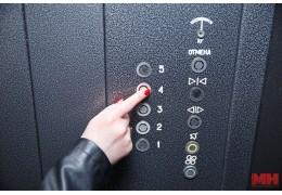 В Октябрьском районе до конца года заменят 236 лифтов