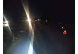 Сразу две машины переехали мужчину на дороге в Минском районе. Пешеход не выжил