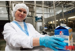 Сколько пакетов с молоком может расфасовать за час работница гормолзавода