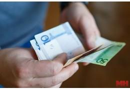 В марте цены на услуги снизились, на товары немного подросли