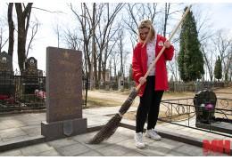 Молодые минчане благоустроили воинские захоронения на Козыревском кладбище