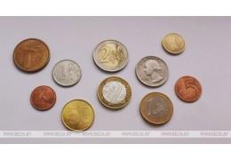 Белорусский рубль на торгах 24 апреля ослаб к трем основным валютам