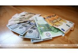 Доллар и российский рубль на торгах 23 мая подорожали, евро подешевел
