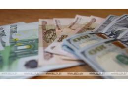 Евро и российский рубль на торгах 28 мая подешевели, доллар подорожал