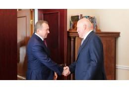 Новый посол России вручил Макею копии верительных грамот