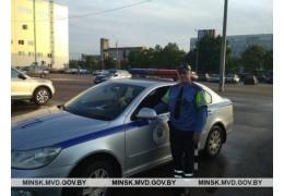 Госавтоинспектор помог на дороге плачущей девушке
