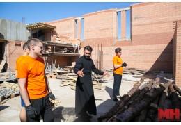 Активисты Союза молодежи Заводского района поучаствовали в благоустройстве храма