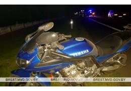 В Кобринском районе столкнулись мотоцикл и автомобиль