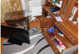 Из квартиры в Ивацевичском районе украли почти 10 000 долларов США.