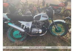 Инспекторы ГАИ остановили пьяного «бесправника», мотоцикл оказался в угоне