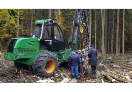 """Карельские лесозаготовители заинтересованы в поставках техники """"Амкодор"""""""