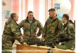 Фото с миротворцами, рассказы о службе и выставка оружия - бойцы элитной роты
