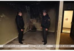 Милиционеры спасли человека из огня - ОИОС УВД