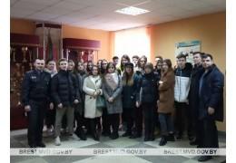 Школьники в гостях у сотрудников ОМОНа - ИДН Ленинского РОВД Бреста