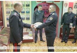 Начальник УВД Брестского облисполкома вручил погоны офицерам