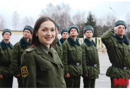 В Беларуси военную форму носят более 4,3 тыс. женщин. Чем они занимаются в армии