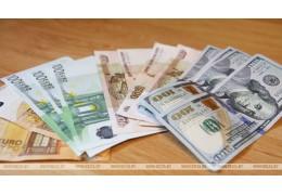 Доллар и евро подорожали на торгах 26 марта, российский рубль подешевел