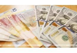 Белорусский рубль на торгах 13 мая ослаб к трем основным валютам
