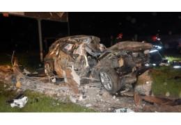 В Могилеве автомобиль врезался в опору наружного освещения