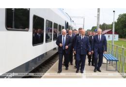 Лукашенко в Светлогорске открыл движение по новому электрифицированному участку