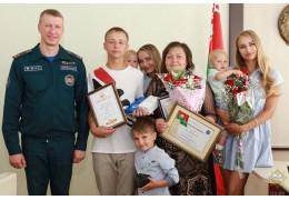 В Гродно наградили парня, который спас на озере 7-летнюю девочку